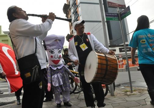 Desfile de abertura do XI Festival de Folclore